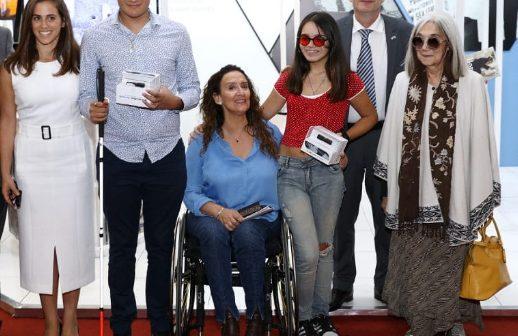 El novedoso dispositivo para no videntes OrCam fue donado a dos jóvenes argentinos