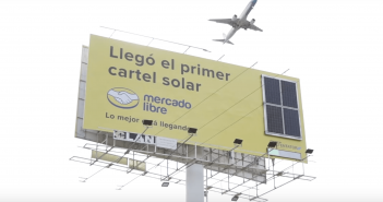 Mercado Libre instala el primer cartel que utiliza energía solar para permanecer encendido