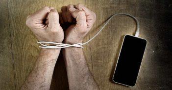 Más conectividad no trae a las personas más cerca, sino que las empuja más lejos
